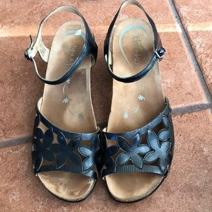 DANSKO BLACK LEATHER SANDAL SIZE 39